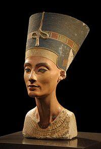 Bust of Nefertiti.jpg